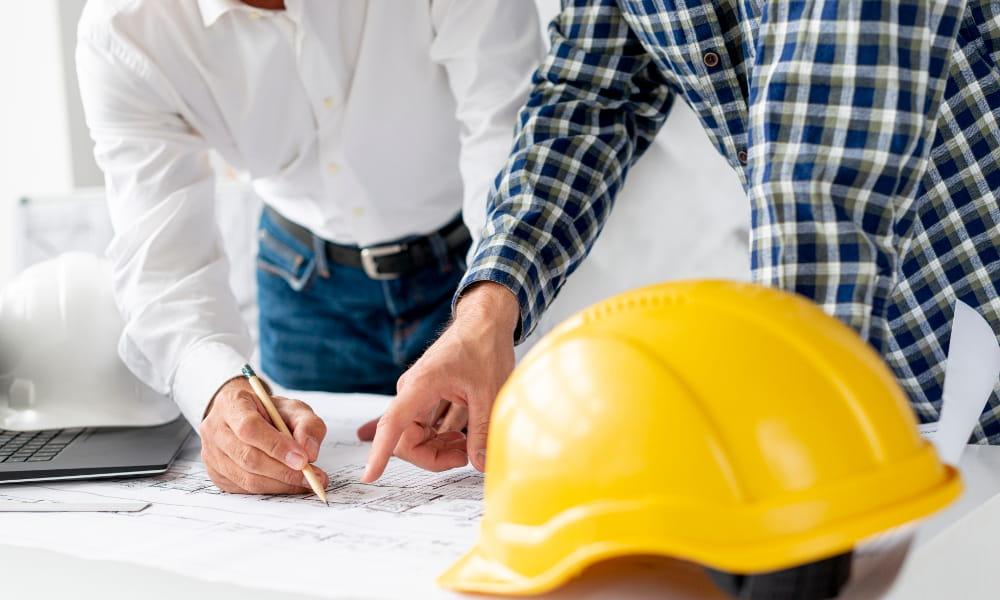 Cultura de segurança: como implementar: arquitetos planejando.