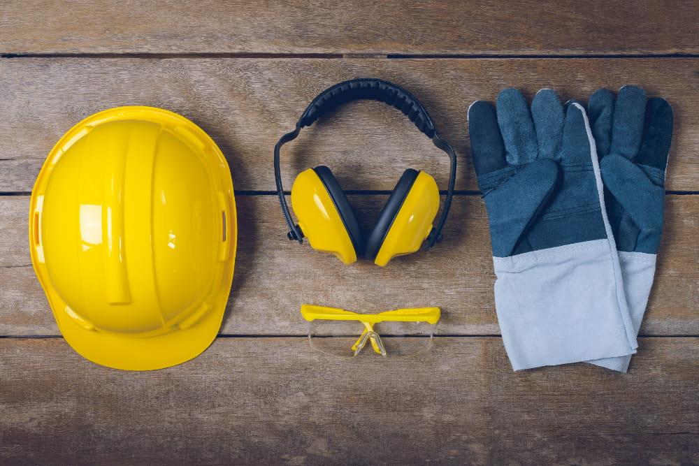 Diferenças entre PPRA e PCMSO: equipamentos de proteção.