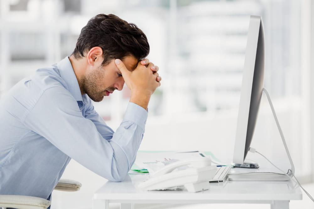 Doenças ocupacionais: como evitá-las: cobrança excessiva no trabalho.