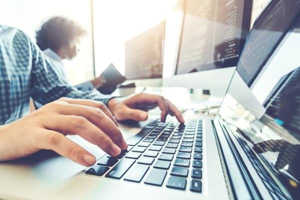 Dúvidas sobre software de Medicina e Segurança do Trabalho: usuário acessando o SESMO.