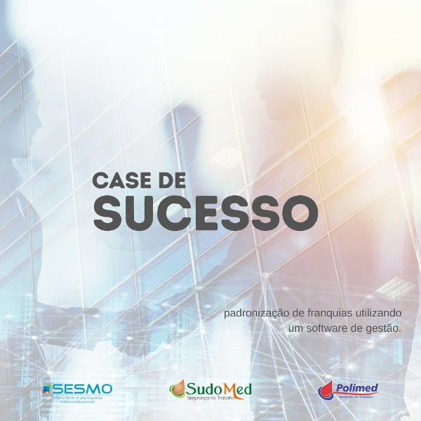 Case de sucesso: padronização de franquias utilizando um software de gestão: pessoas selando contrato com aperto de mãos.
